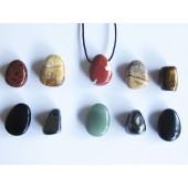 Assortiment doorboorde stenen
